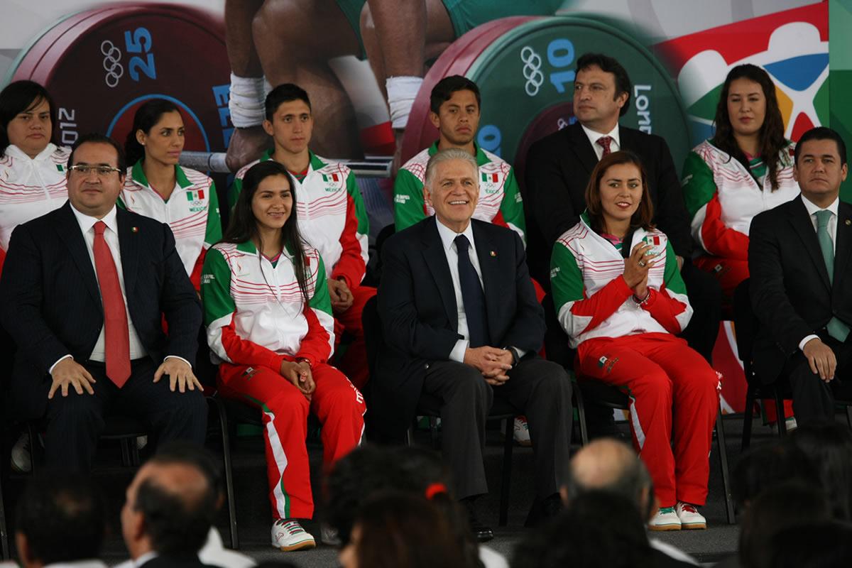 Abanderan Delegación Mexicana Rumbo a los JCC en Los Pinos