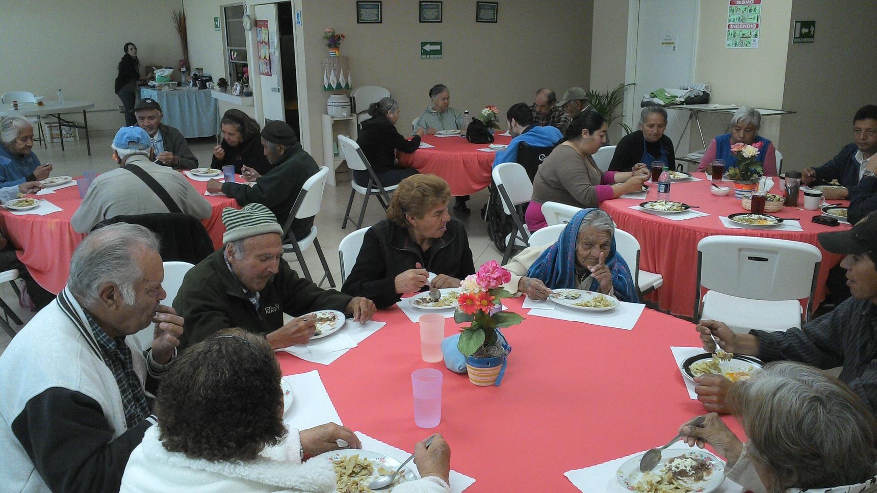 Ofreció la Fundación María una conferencia motivacional a más de  100 adultos mayores