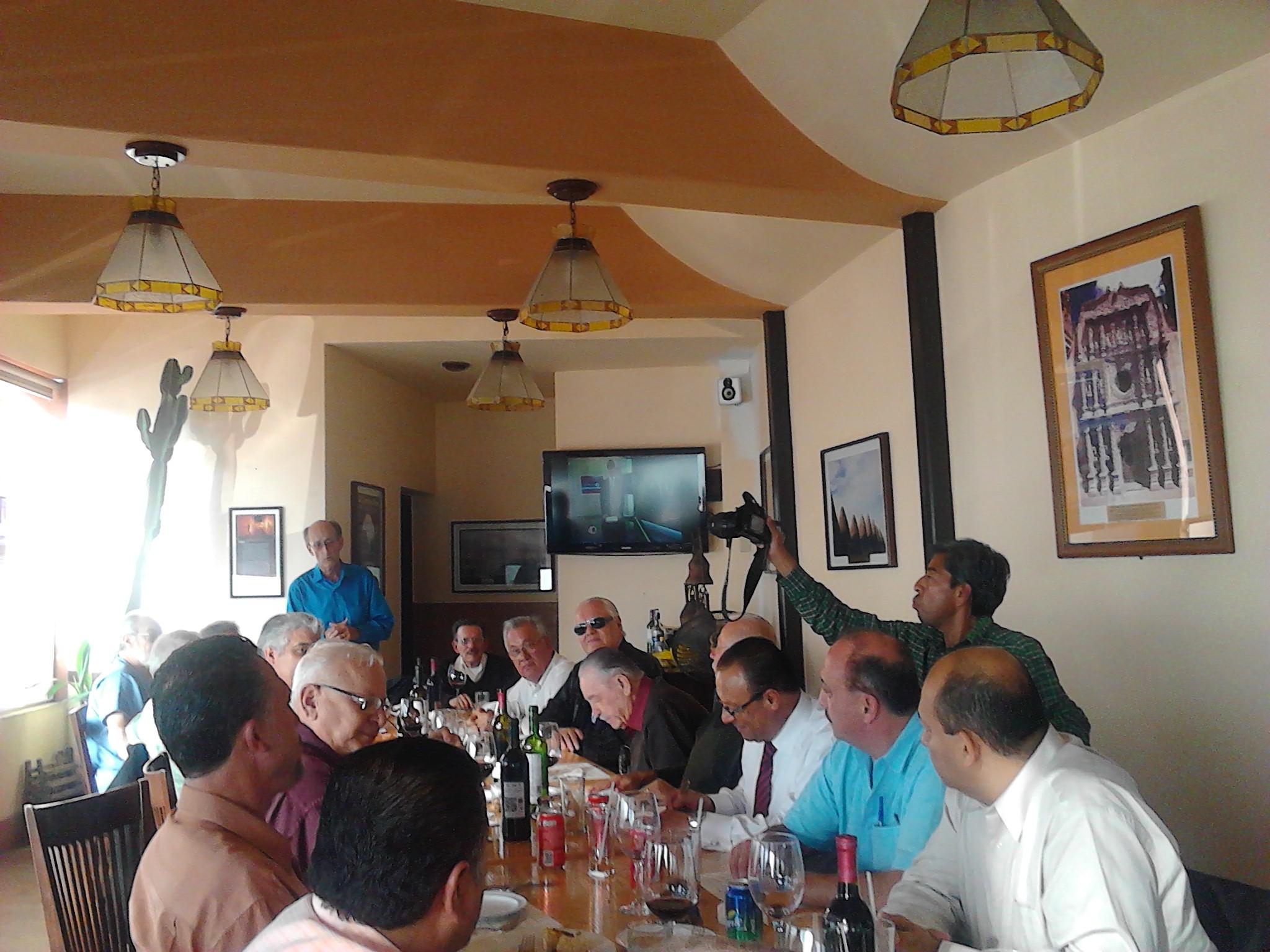 Mantienen  camaradería en El Foro Cívico Tijuanense