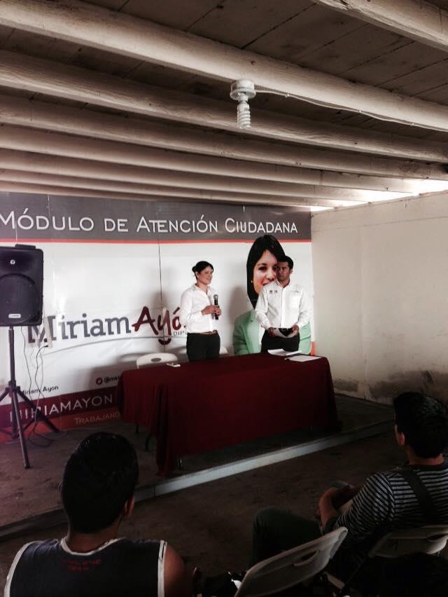 Entrega diputada Miriam Ayón Castro apoyos  por 200 mil pesos a 100 jóvenes universitarios