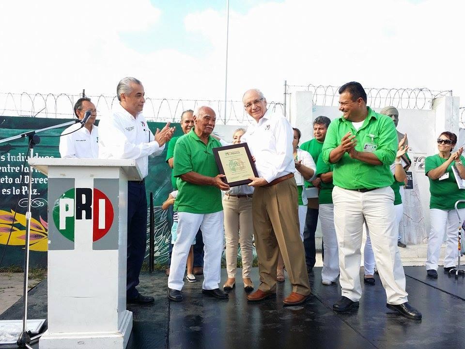Reconocen labor de Agustín Pérez Rivero por el  PRI