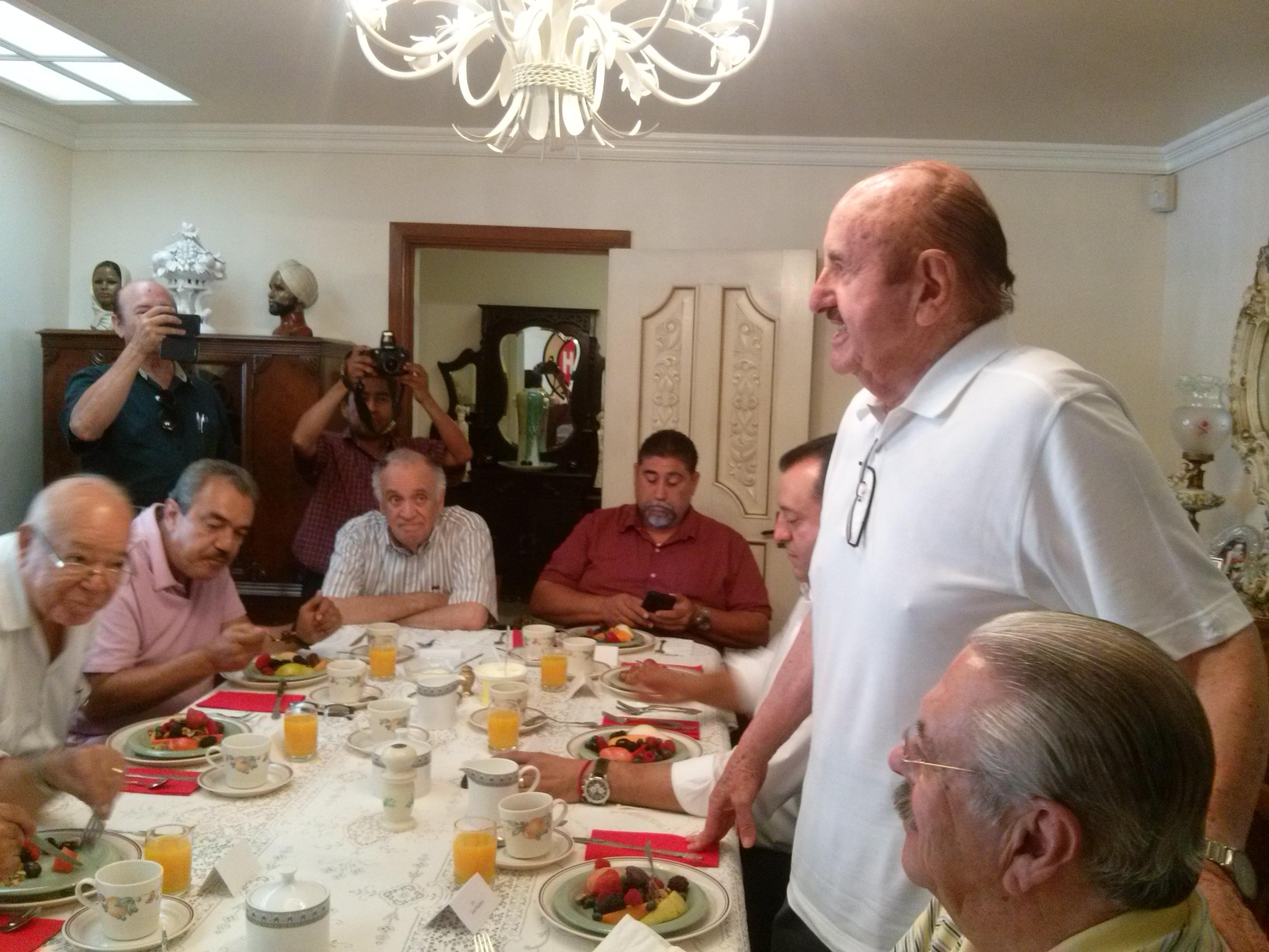 Habla Juan Medrano de cambios en equipo  de Peña Nieto y revela que esta con Mendivil