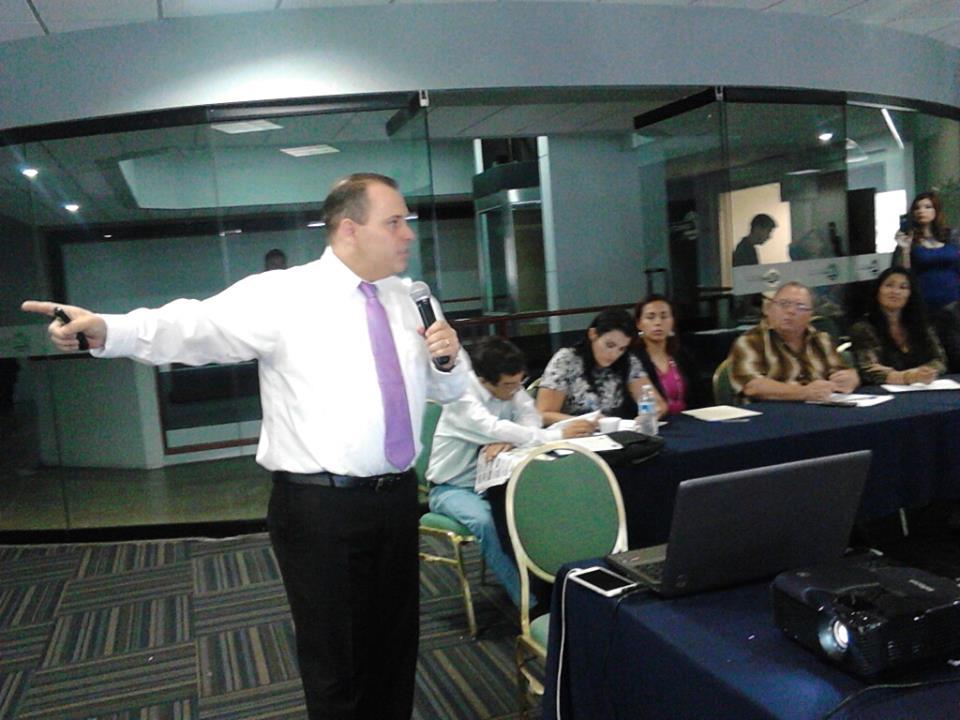 Presenta Leo Fernández iniciativa en tema de transparencia