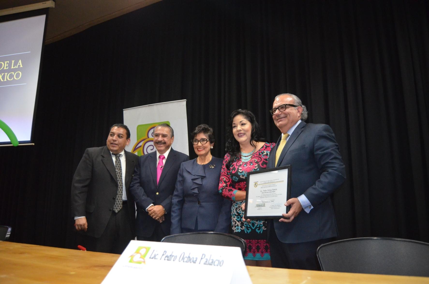 Hoy  foro mensual de Comunicadores y reconocimiento a Roció Galván