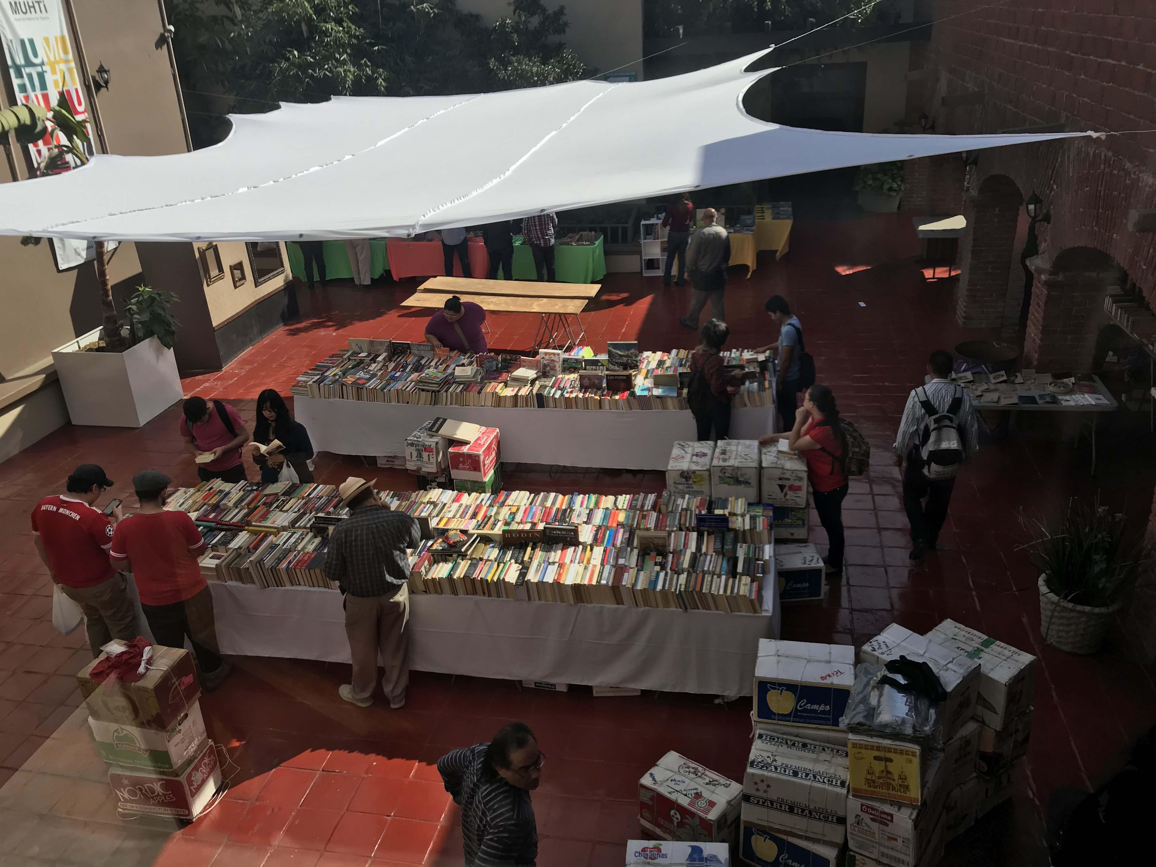 Doce toneladas de libros llegaron a IMAC