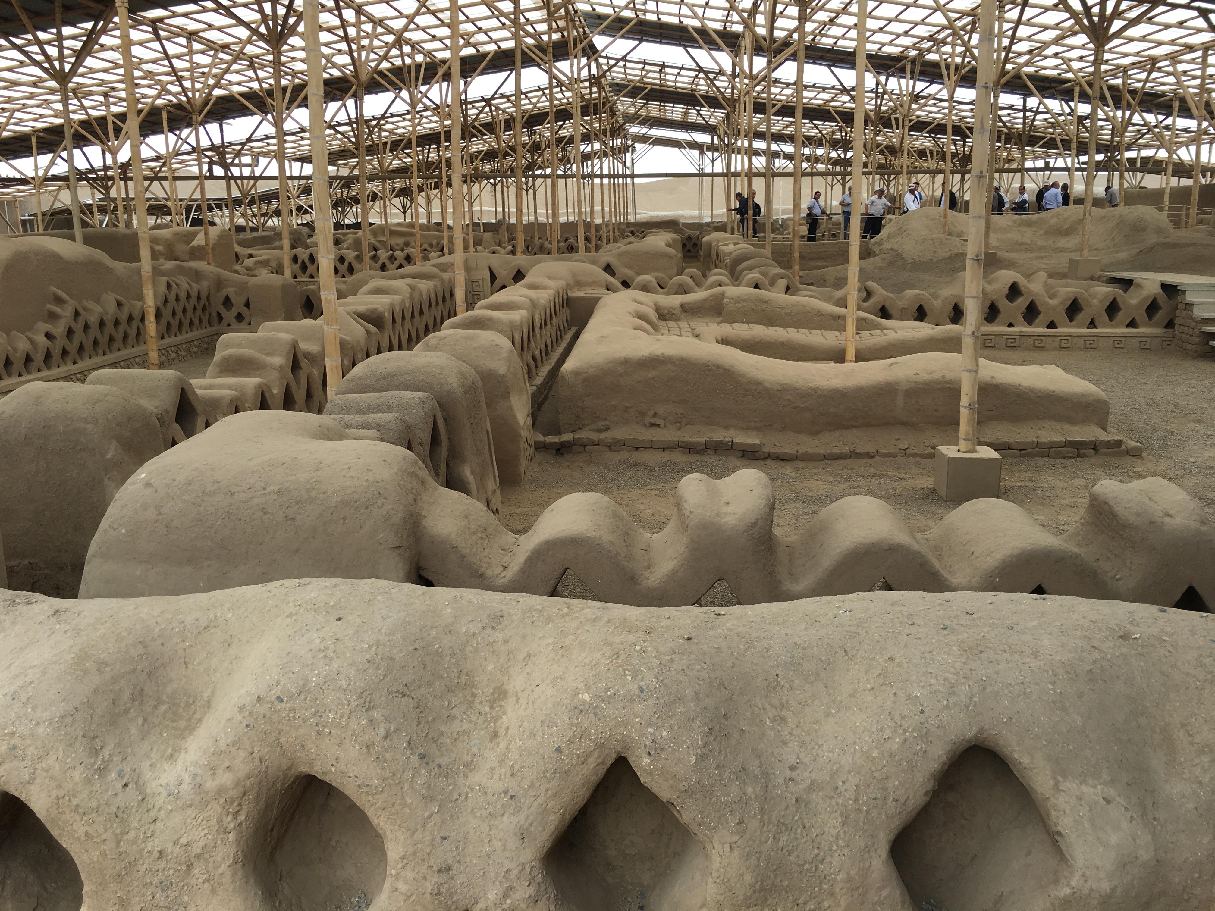 Admiran congresistas ruinas de Chan Chan