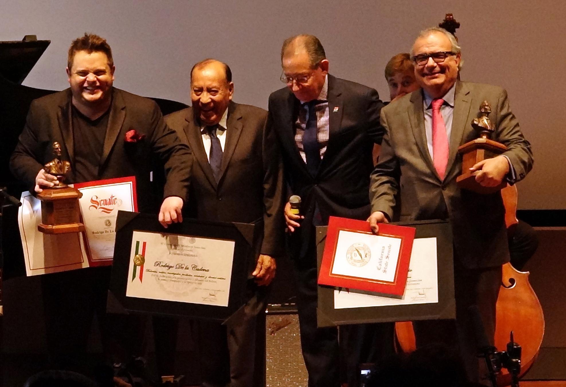Entregan Premio Agustin Lara a Pedro Ochoa