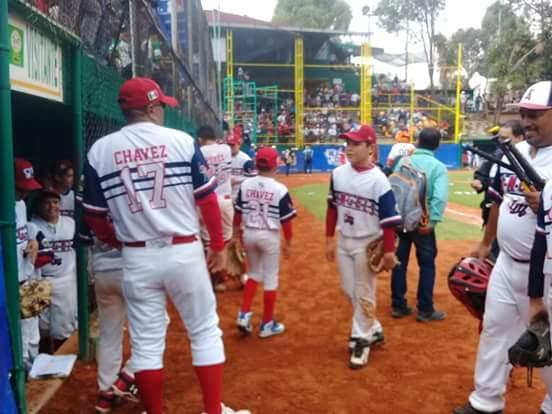 Francisco Chávez también pasa a la historia del beisbol