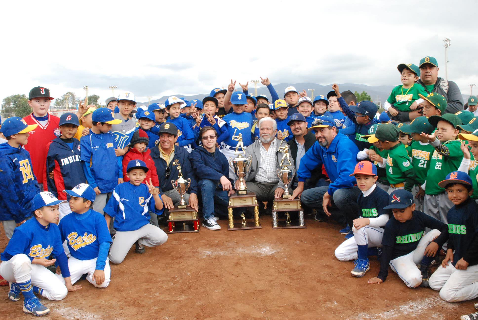 Concluyó curso de la AEBBC para 57 entrenadores de beisbol menor