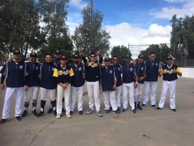 Familia Guerrero celebra y felicita a los nuevos monarcas
