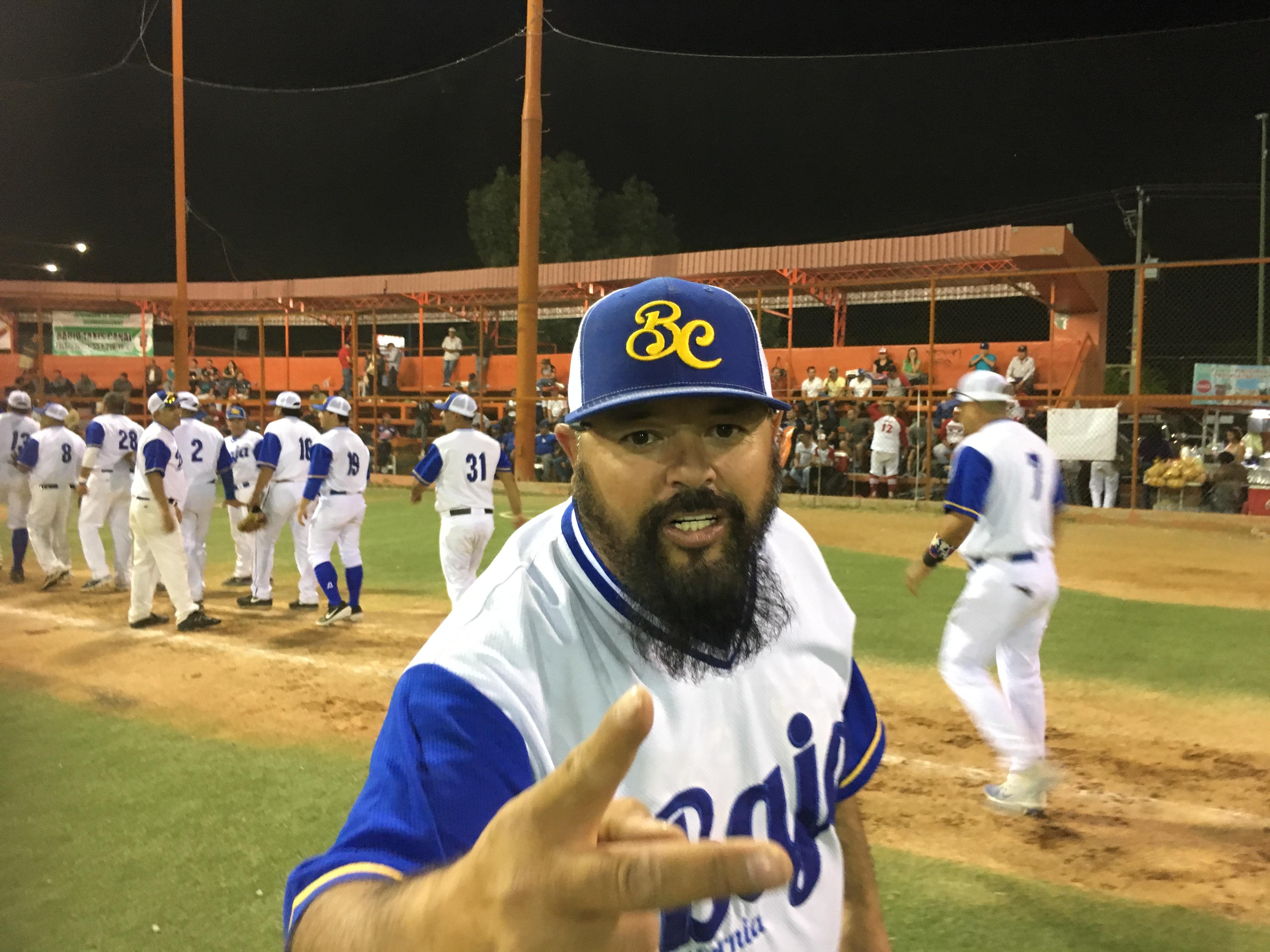 """Pase lo que pase ya somos campeones: Hugo """"La Bestia"""" Santibáñez"""