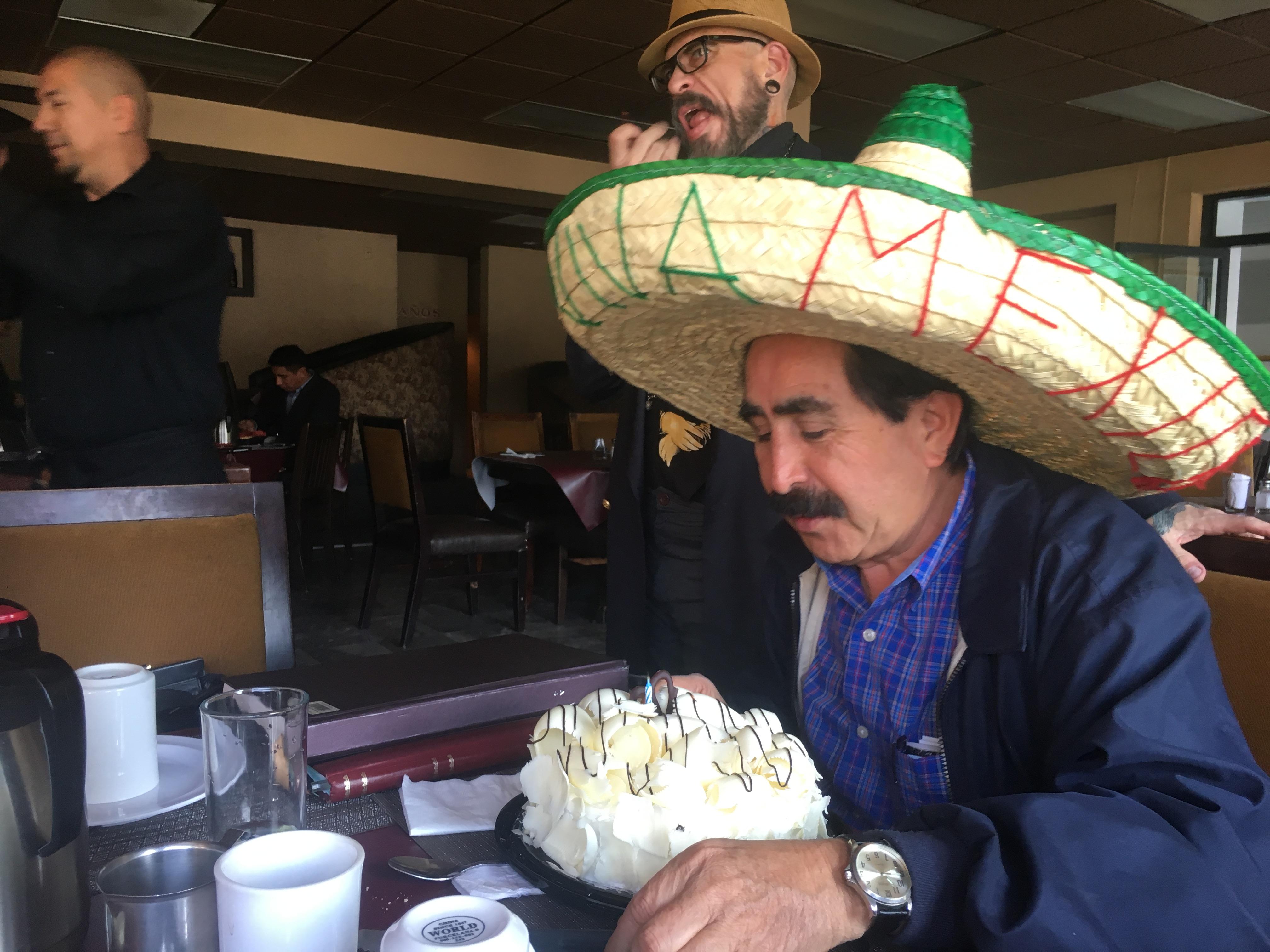 Comunicadores preparan foro y celebran cumpleaños de Alfredo Martínez