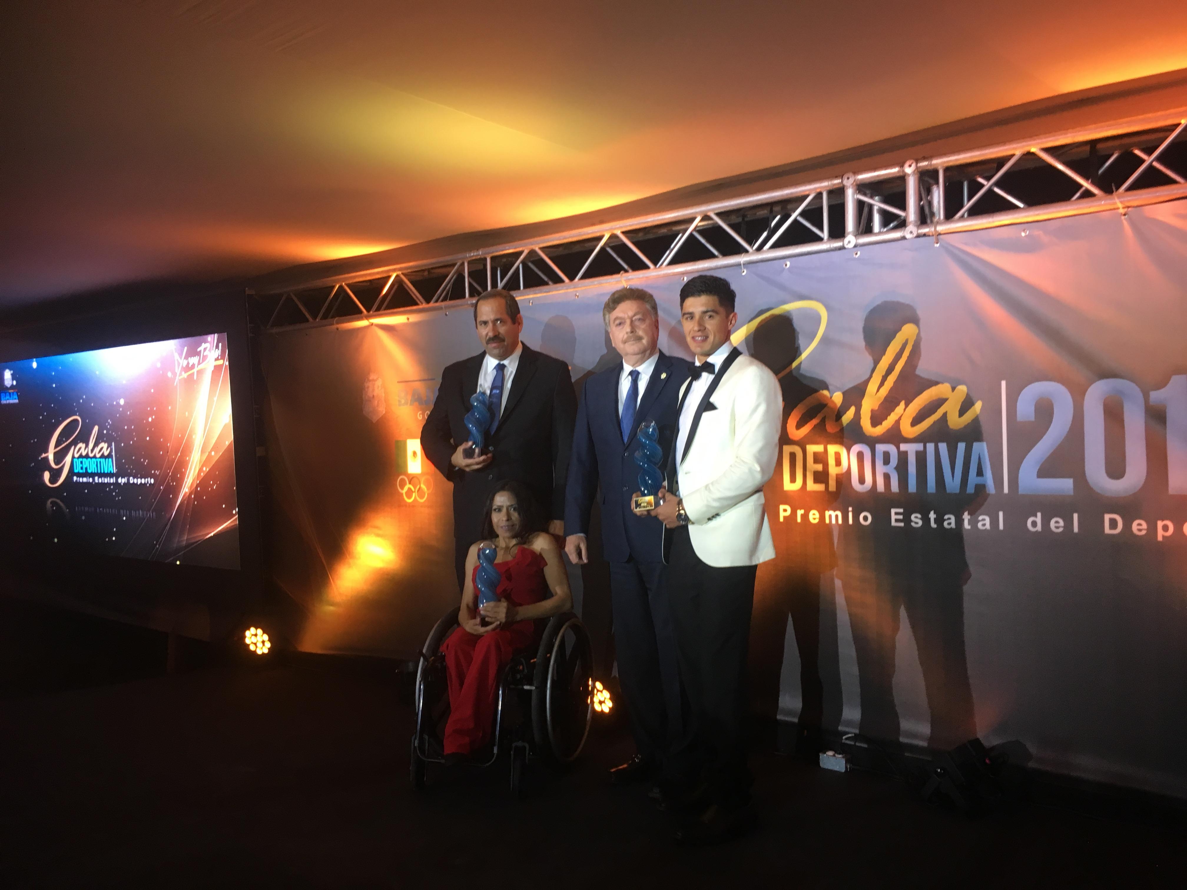 Entrega gobernador premio Estatal del Deporte a Alexis López