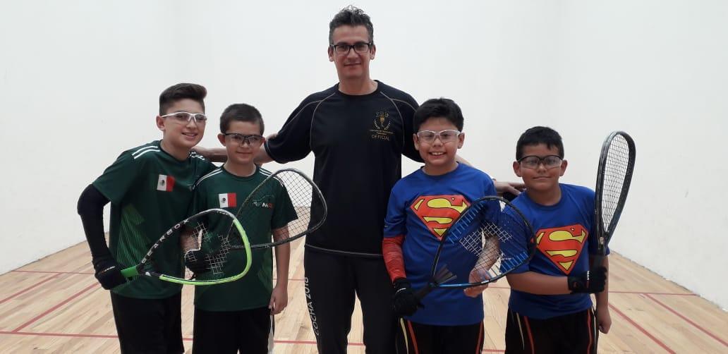Gana sus dos juegos de semifinal Sebastián Fernández en Mundial de Raquetball