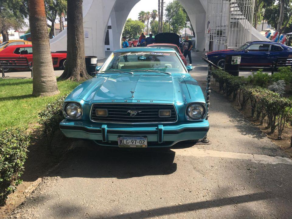 Exhibición de más de 100 autos Mustang  Salón de la Fama del Deporte