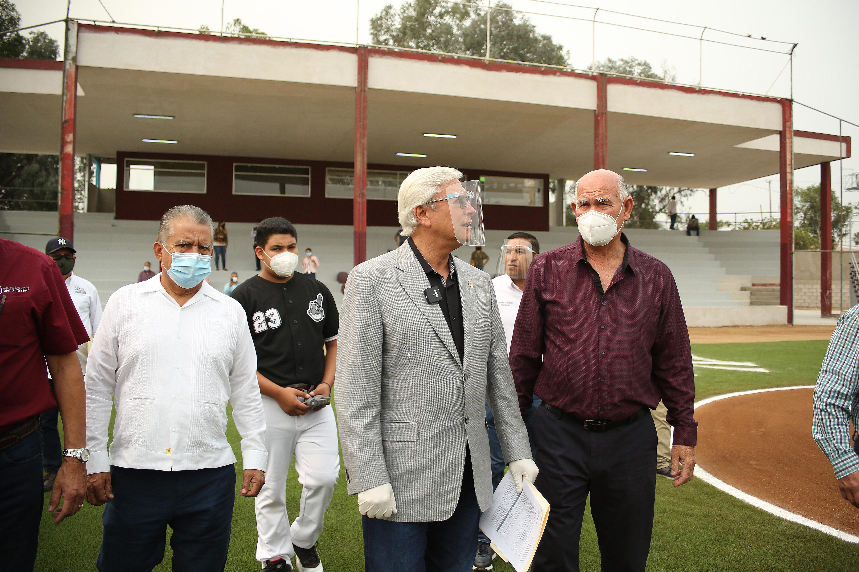 Constatan remodelación del campo Ángel Camarena y Luis García