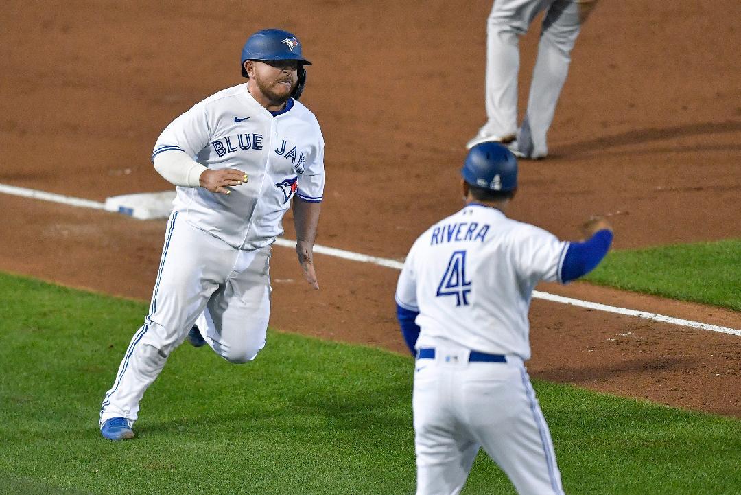 Pega Kirk su primer cuadrangular sobre  Yankees  de NY