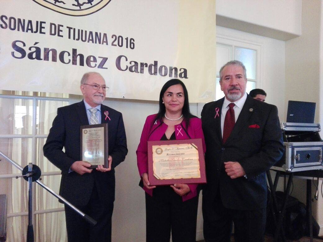Entrega Grupo 21  Placa Personaje de 2020 a Hospitales de Tijuana
