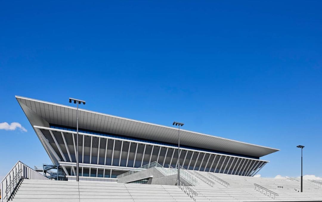 A ocho meses de su construcción, inauguran Centro Acuático de Tokio