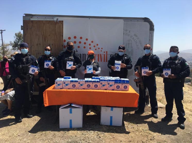 Dona Alianza Civil cubrebocas a  Policías Municipales