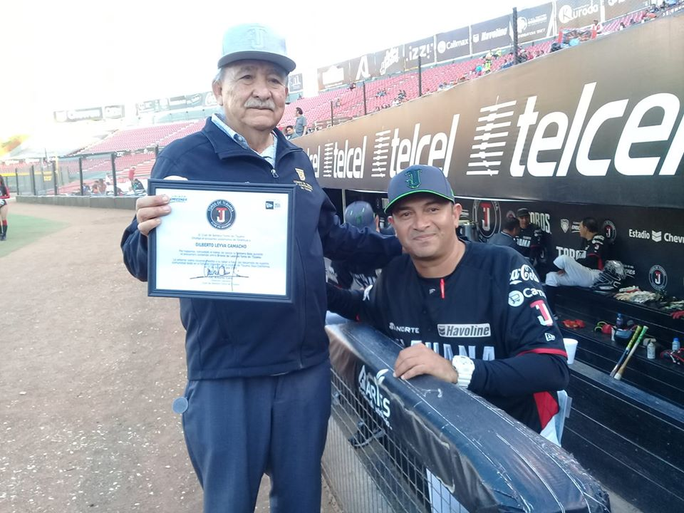 Develará Oscar Robles escultura al beisbol del Salón de la Fama