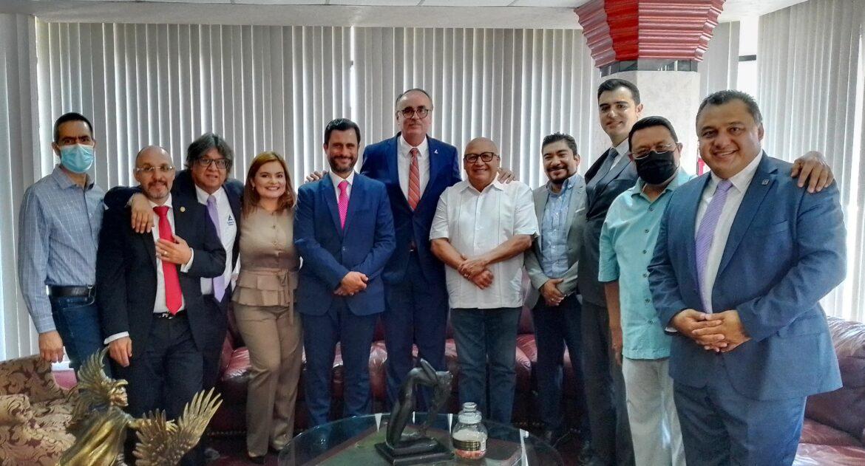 Visita Tijuana Hector Rejada, candidato a presidencia de Concanaco